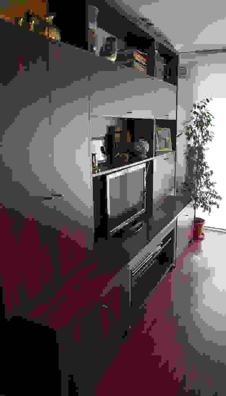 RÜM Proyectos y Diseño Living roomShelves