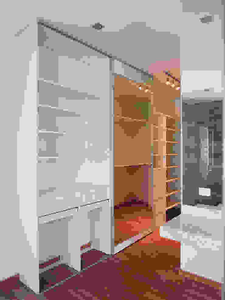 RÜM Proyectos y Diseño Dressing roomStorage