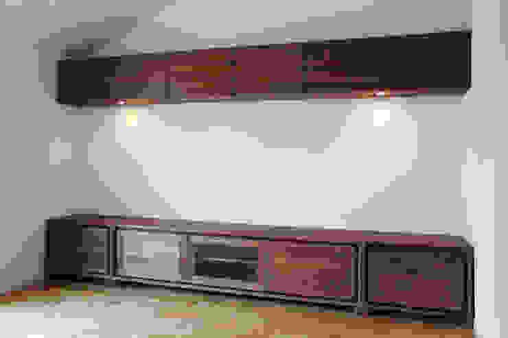 ウォールナット材のオーダー壁面収納: Vigore interior&galleryが手掛けた折衷的なです。,オリジナル 木 木目調