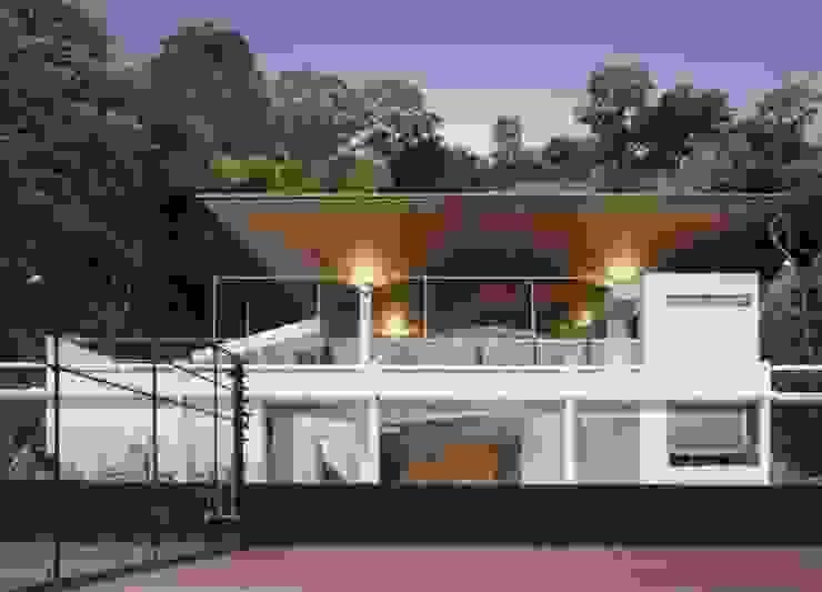 Edificio de Deporte y Servicios de Tenis del Centro Italiano Venezolano de PA - Puchetti Arquitectos Tropical