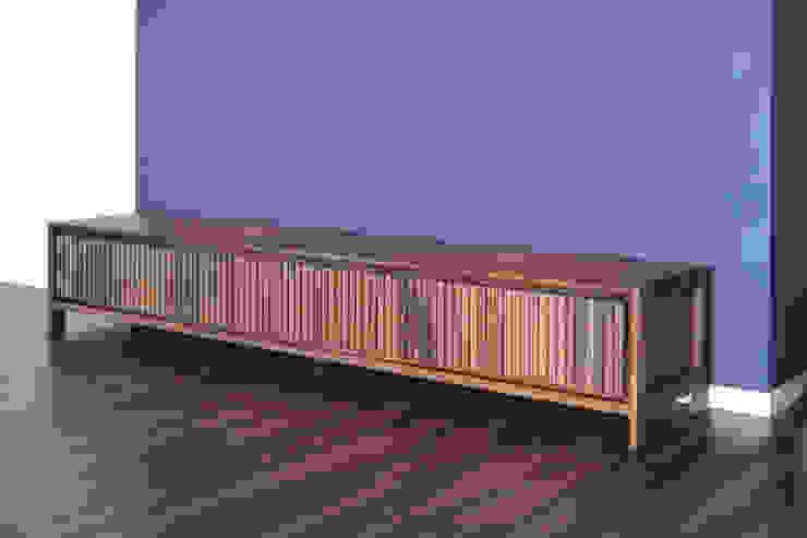 縦格子デザインのテレビボード: Vigore interior&galleryが手掛けた折衷的なです。,オリジナル 木 木目調