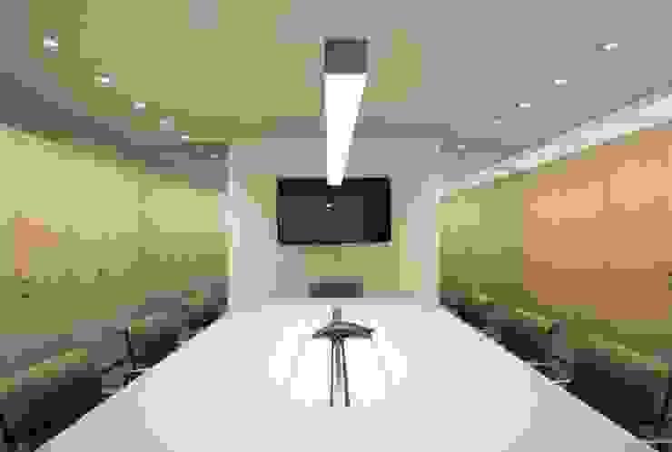 Oficina 28, Torre Credicard Oficinas de estilo minimalista de PA - Puchetti Arquitectos Minimalista