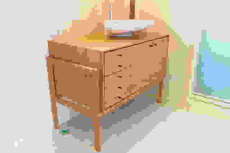 ブラックチェリー材の洗面台: Vigore interior&galleryが手掛けた折衷的なです。,オリジナル 木 木目調