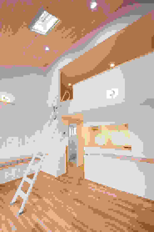 子育てテラスハウス KONKO1 モダンな 家 の 一級建築士事務所あとりえ モダン