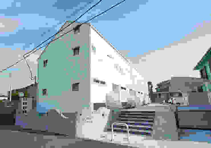 子育てテラスハウス KONKO1: 一級建築士事務所あとりえが手掛けた家です。,モダン