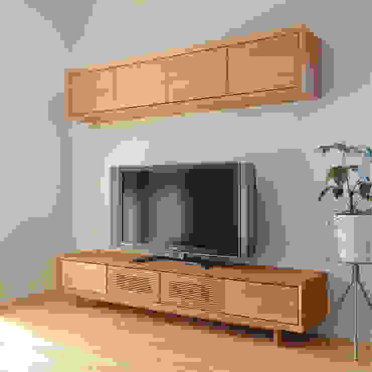ブラックチェリー材のオーダーテレビボード: Vigore interior&galleryが手掛けた折衷的なです。,オリジナル 木 木目調