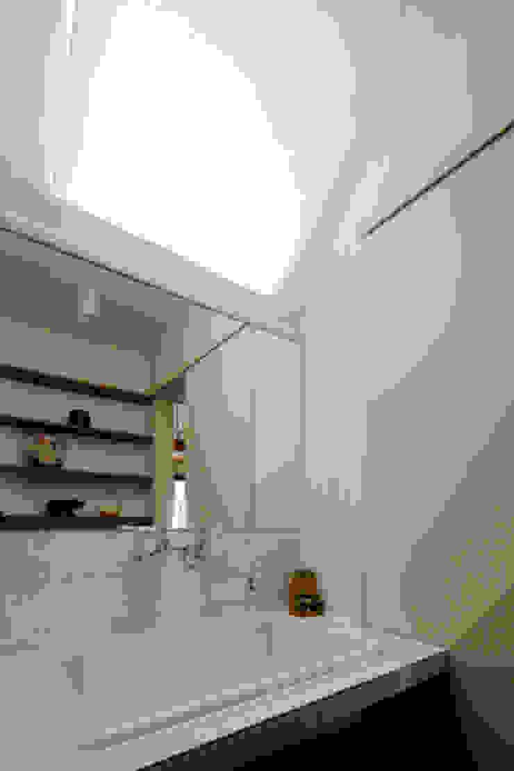 2+3の家 モダンスタイルの お風呂 の 一級建築士事務所あとりえ モダン