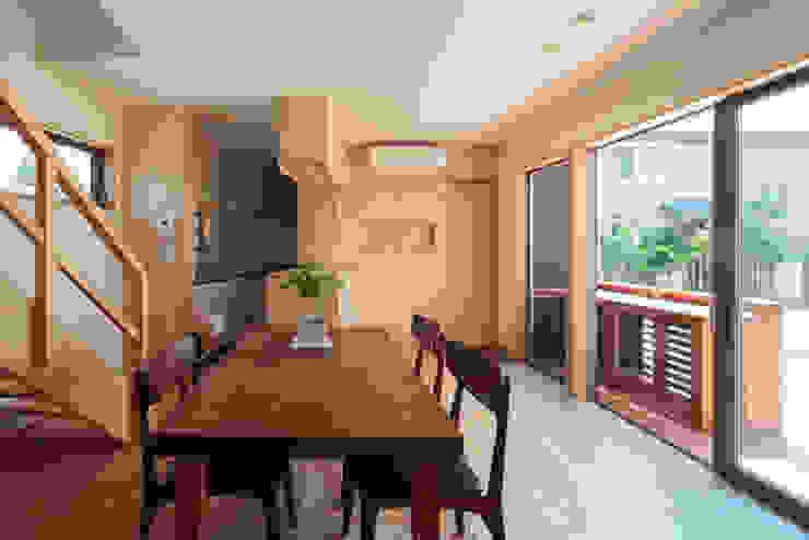 カフェライブラリーの家 モダンデザインの ダイニング の 一級建築士事務所あとりえ モダン