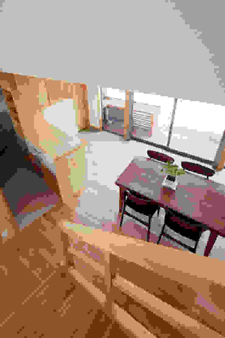 カフェライブラリーの家 モダンスタイルの 玄関&廊下&階段 の 一級建築士事務所あとりえ モダン