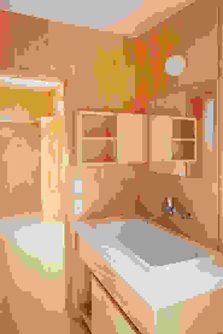 カフェライブラリーの家 モダンスタイルの お風呂 の 一級建築士事務所あとりえ モダン