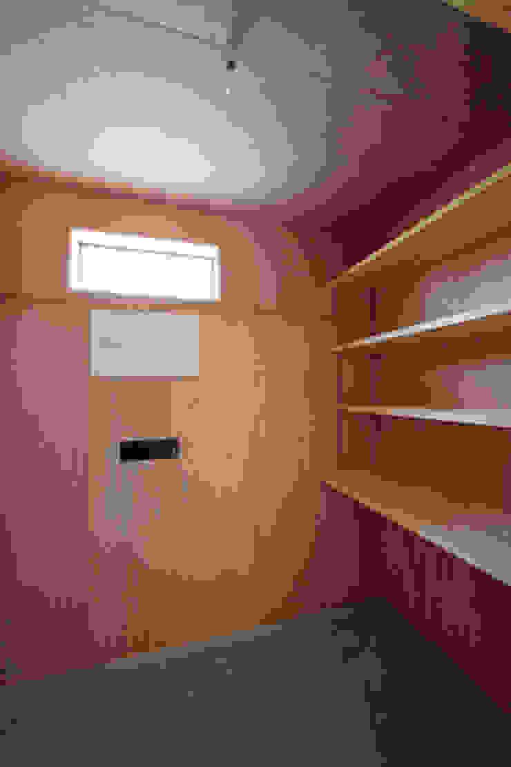 カフェライブラリーの家 モダンデザインの ガレージ・物置 の 一級建築士事務所あとりえ モダン