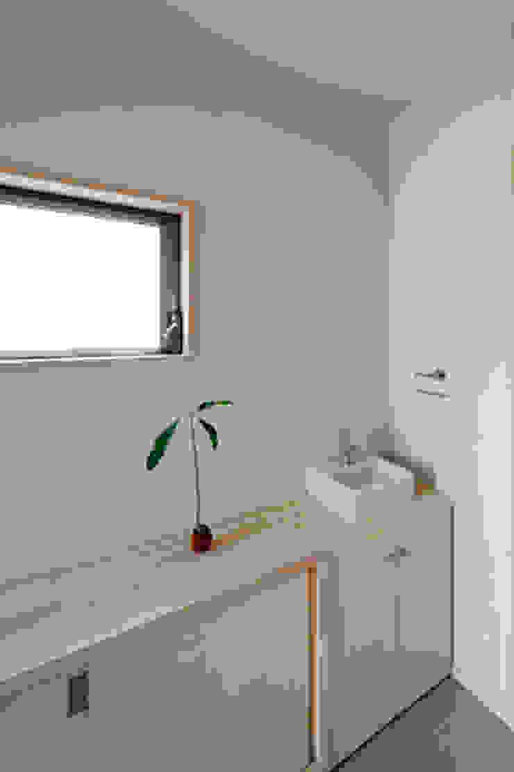 カフェライブラリーの家 モダンデザインの テラス の 一級建築士事務所あとりえ モダン