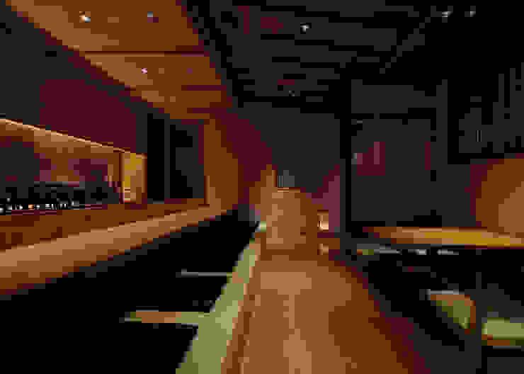カウンター席 アジア風レストラン の 中川デザイン事務所 和風
