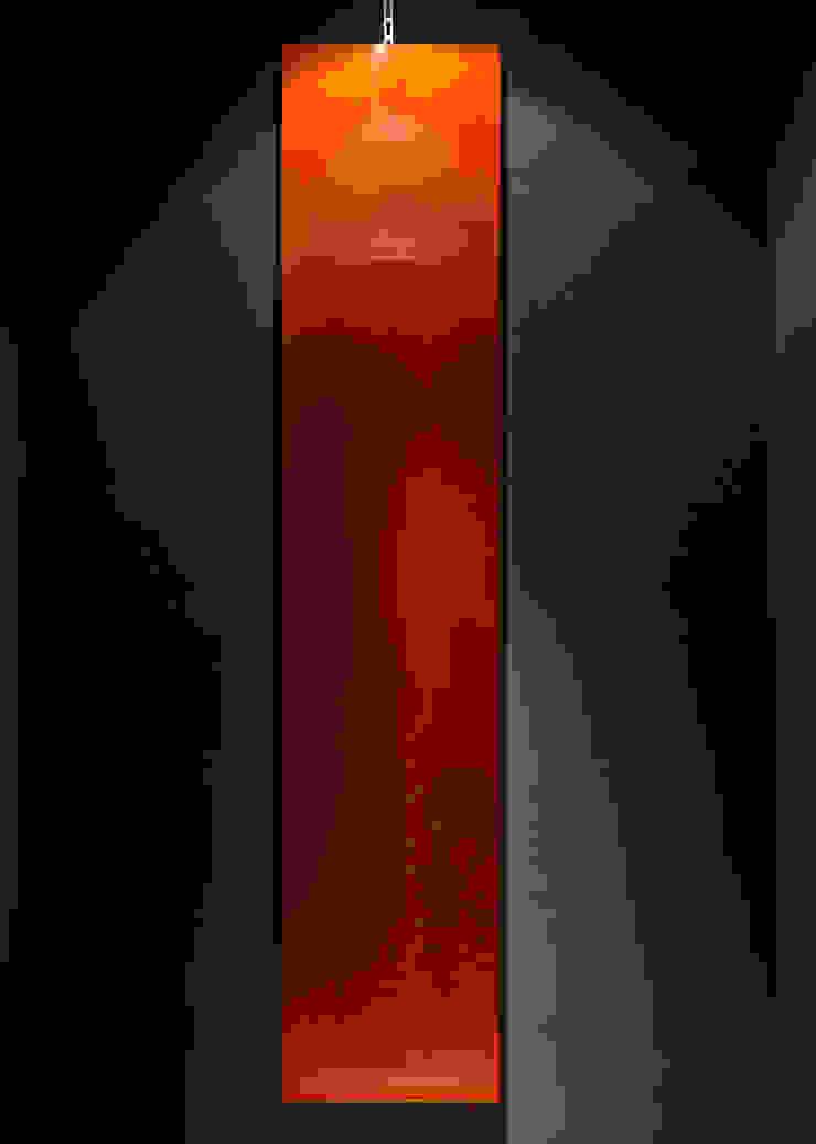 漆パネルと紺色 矢尻壁塗り アジア風レストラン の 中川デザイン事務所 和風