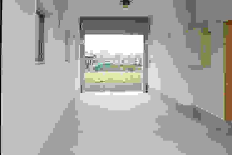 Garajes modernos de 一級建築士事務所あとりえ Moderno