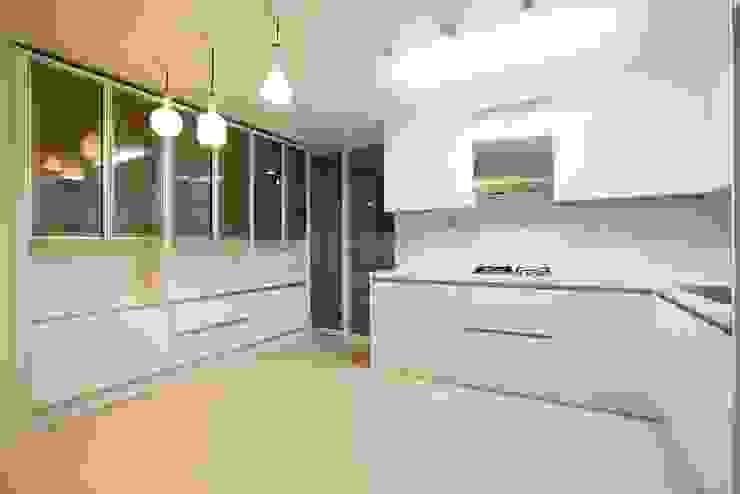 Nhà bếp by 나무숨인테리어