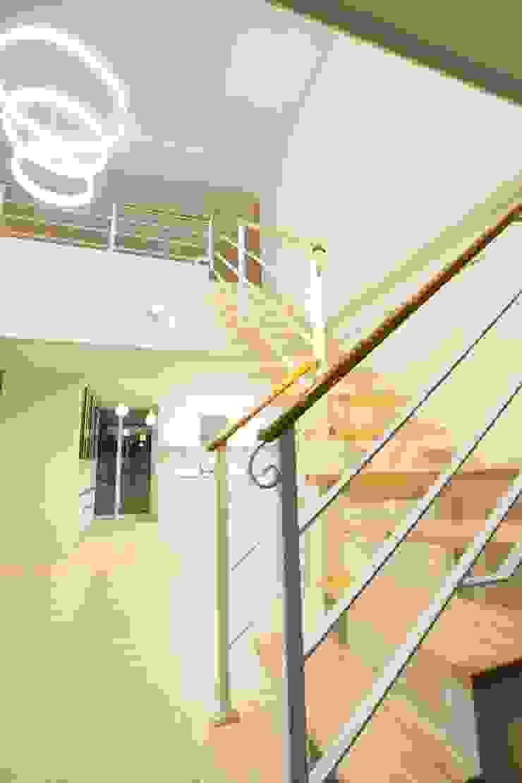 나무숨인테리어 Modern Corridor, Hallway and Staircase