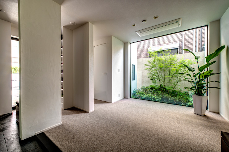 Modern Corridor, Hallway and Staircase by TERAJIMA ARCHITECTS Modern