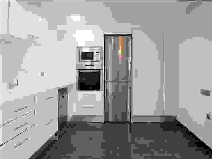 vivienda unifamiliar estilo moderno Cocinas de estilo moderno de cota-zero, tenica y construcción integrada, s.l. Moderno