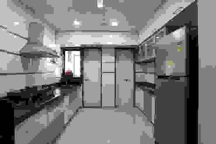 YOGESH KATARIA-VALSAD Modern kitchen by PSQUAREDESIGNS Modern