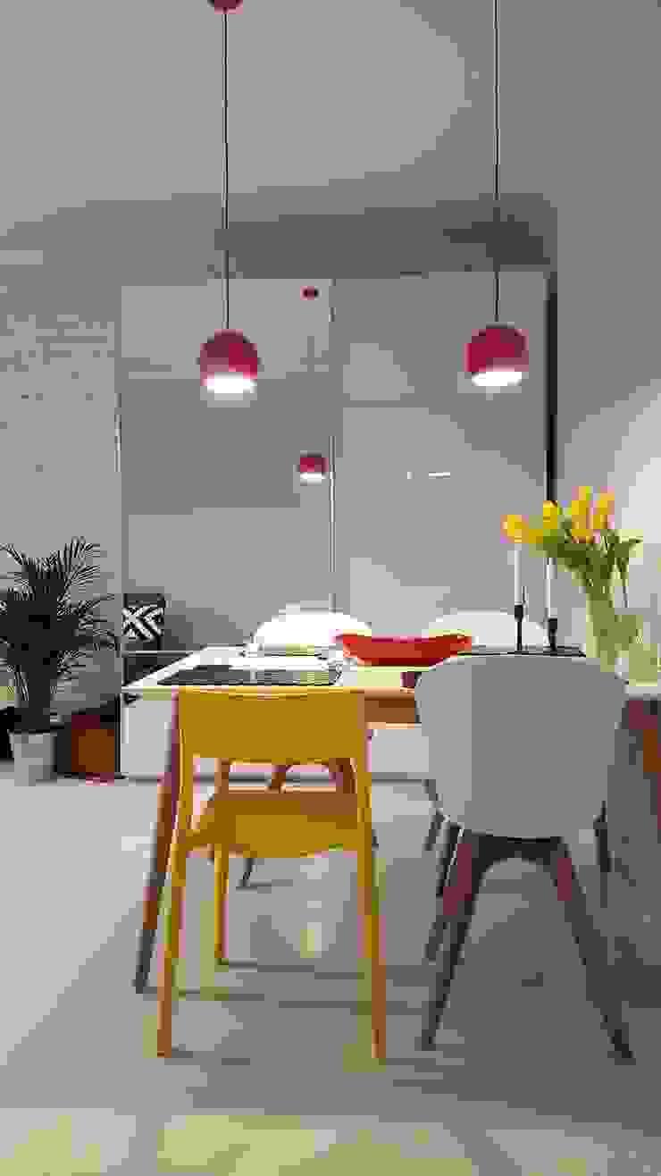 Klimatyczne mieszkanie w starej kamienicy Nowoczesny salon od Project Art Joanna Grudzińska-Lipowska Nowoczesny
