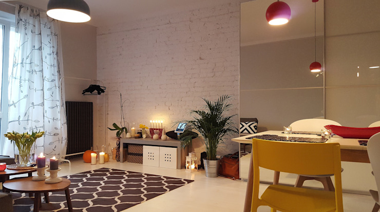 Klimatyczne mieszkanie w starej kamienicy: styl , w kategorii Salon zaprojektowany przez Project Art Joanna Grudzińska-Lipowska,Nowoczesny