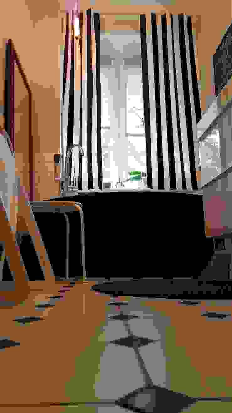 Klimatyczne mieszkanie w starej kamienicy Skandynawska łazienka od Project Art Joanna Grudzińska-Lipowska Skandynawski