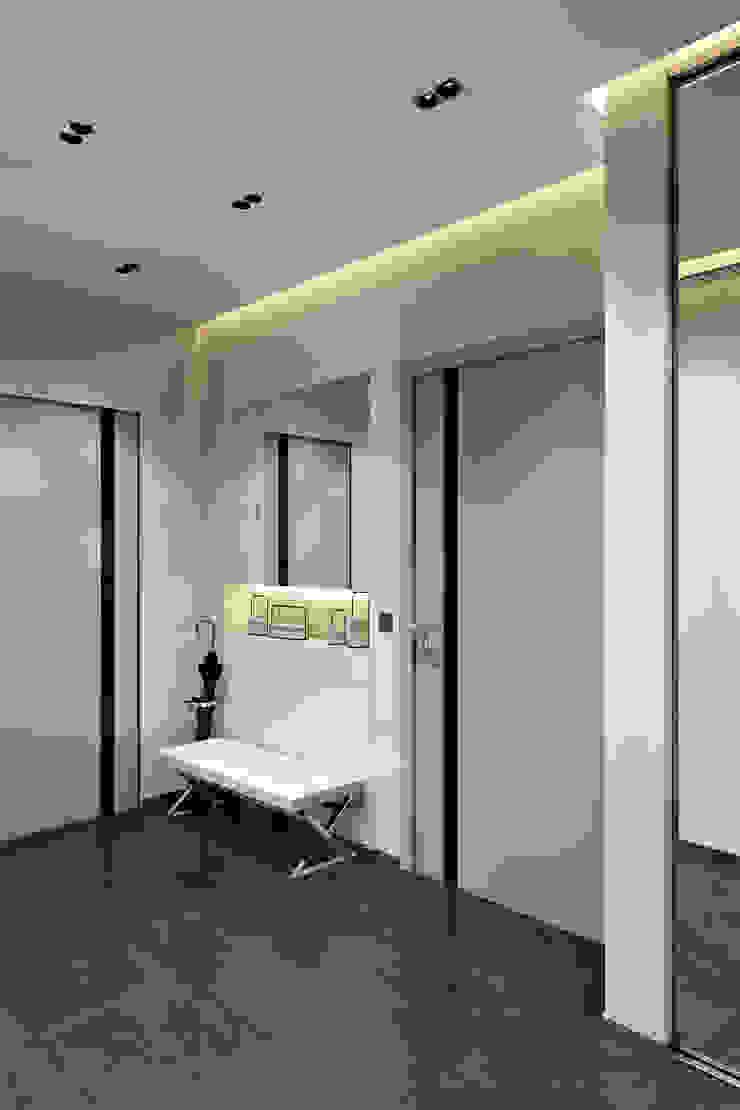 Прихожая Коридор, прихожая и лестница в стиле минимализм от СВЕТЛАНА АГАПОВА ДИЗАЙН ИНТЕРЬЕРА Минимализм
