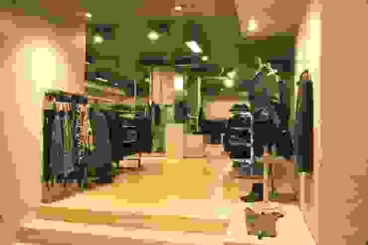 Stefan Shop Andrea Gaio Design Oficinas y tiendas de estilo moderno