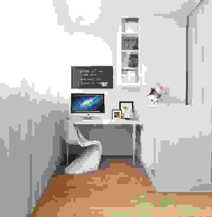 Дизайн-проект квартиры для молодой целеустремленной девушки. Балкон и терраса в стиле модерн от Катя Волкова Модерн
