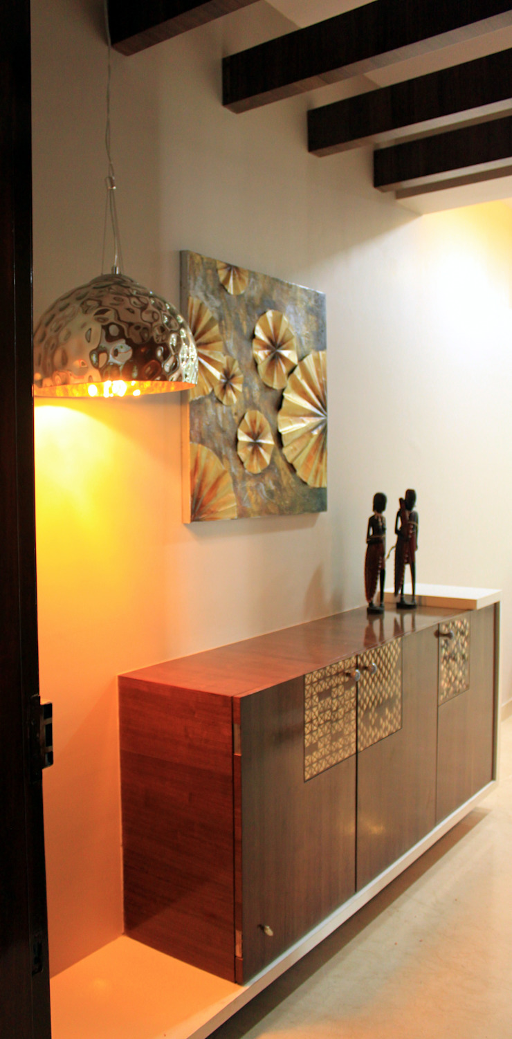 Seaview Apartment at Palm Beach Residency at Navi Mumbai Modern corridor, hallway & stairs by Shweta Deshmukh & Associates Modern