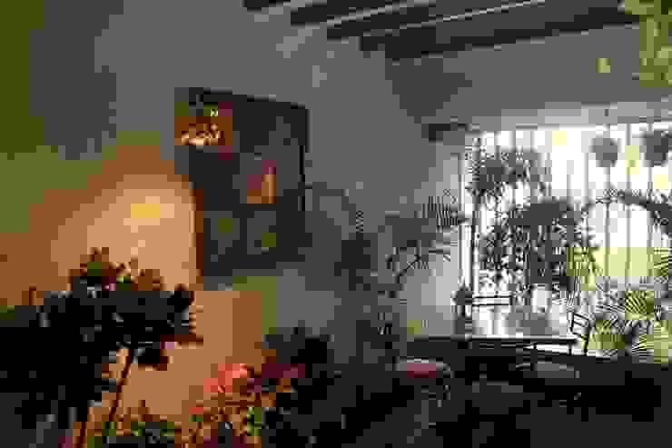 Seaview Apartment at Palm Beach Residency at Navi Mumbai Modern balcony, veranda & terrace by Shweta Deshmukh & Associates Modern