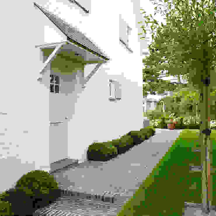 Pure PPH-350 outside doorpull in White bronze (WB):  Huizen door Dauby,