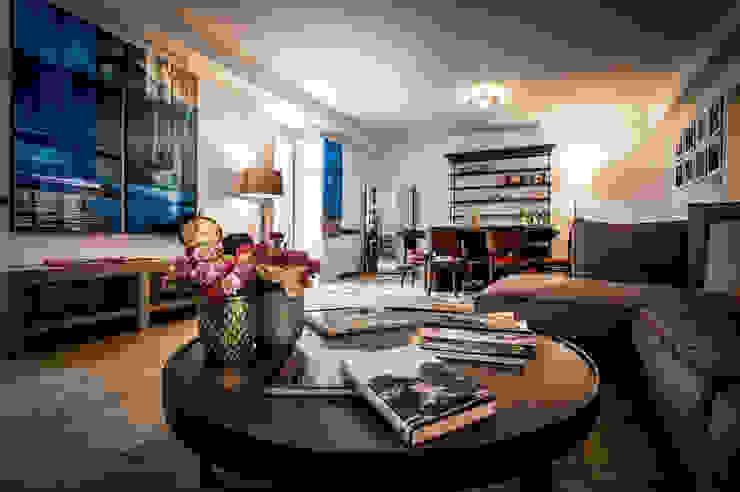 B&B 22 CHARMING ROOMS & APARTMENTS Sala multimediale eclettica di EXCELSIOR HOME INTERIORS Eclettico Legno Effetto legno