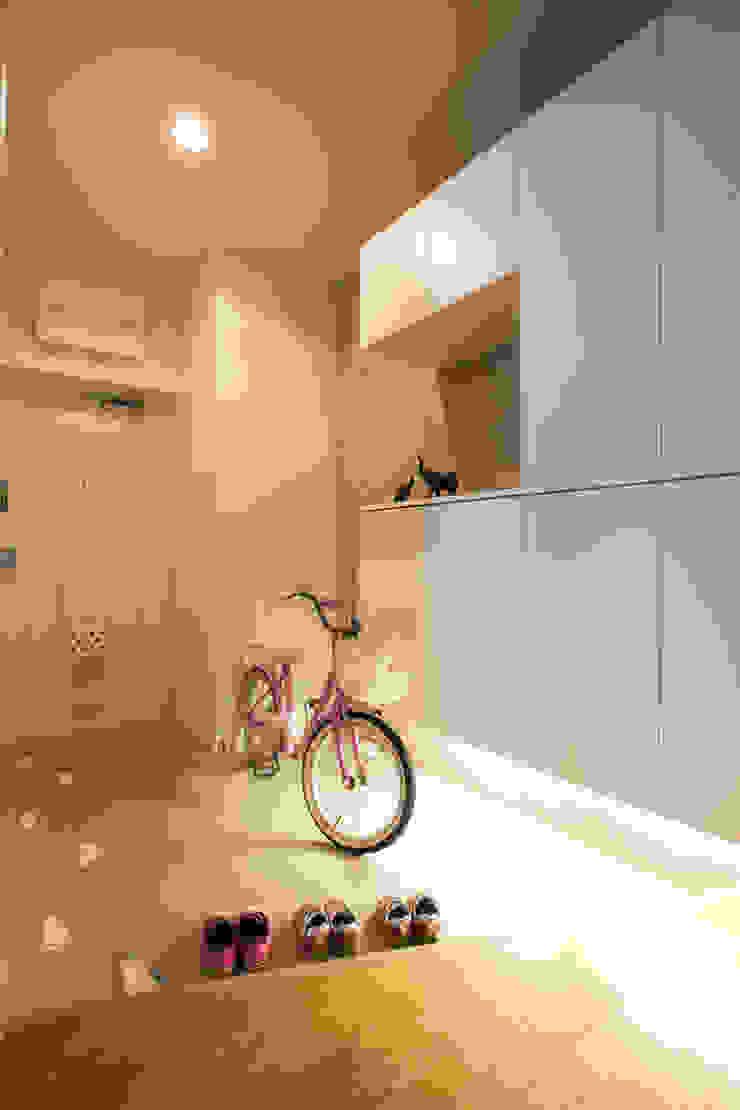 「ビンテージ+ぬくもり」生まれ変わった広く光あふれる空間 インダストリアルな 玄関&廊下&階段 の 株式会社インテックス インダストリアル