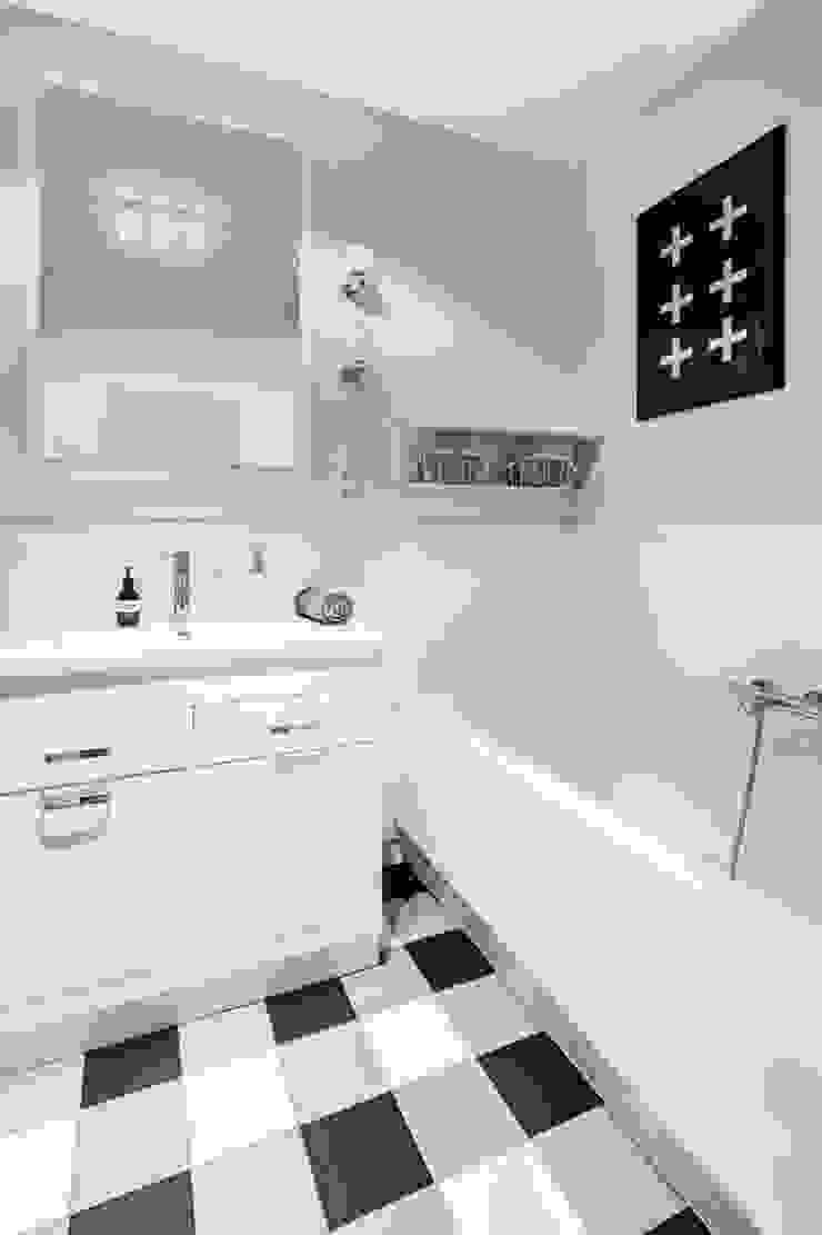 Our photoshoot of apartment design by Domaga Architects Eklektyczna łazienka od Ayuko Studio Eklektyczny Ceramiczny