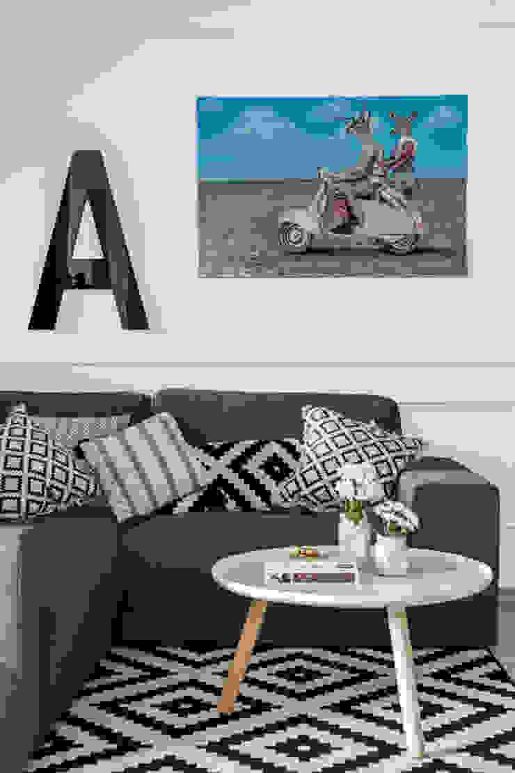 Our photoshoot of apartment design by Domaga Architects Eklektyczny salon od Ayuko Studio Eklektyczny Tekstylia Złoty