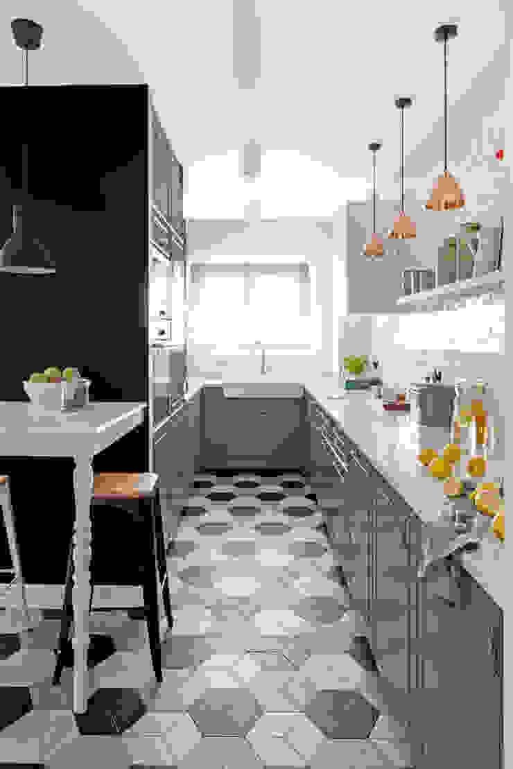 Our photoshoot of apartment design by Domaga Architects Eklektyczna kuchnia od Ayuko Studio Eklektyczny Ceramiczny