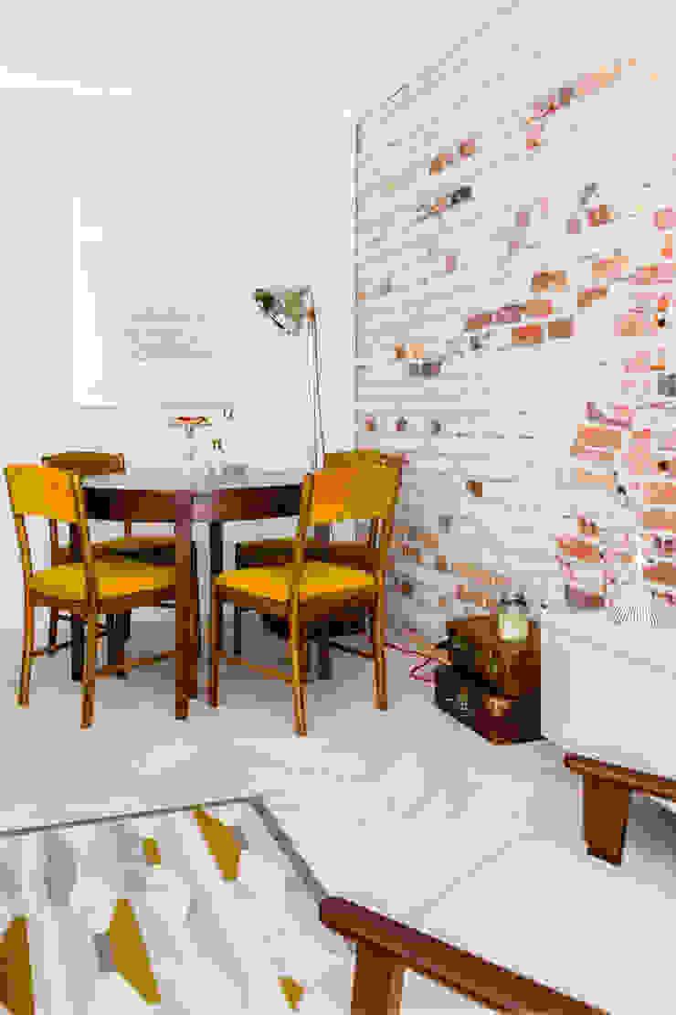 Our photoshoot of apartment design by D Plus Dagmara Zawadzka Nowoczesna jadalnia od Ayuko Studio Nowoczesny Cegły