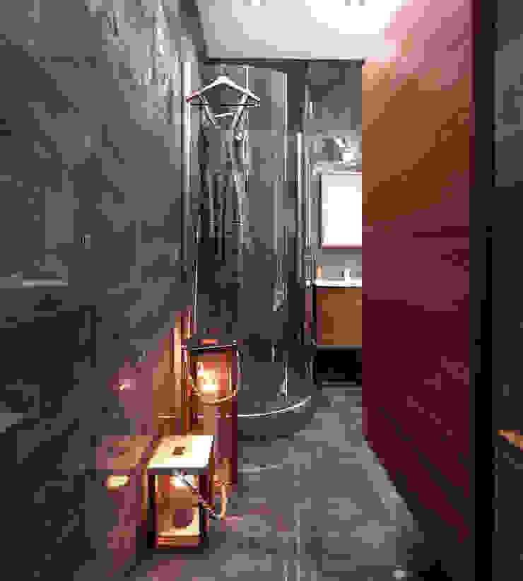 Совмещённый санузел с ванной и душевой Ванная в стиле лофт от СВЕТЛАНА АГАПОВА ДИЗАЙН ИНТЕРЬЕРА Лофт Керамика