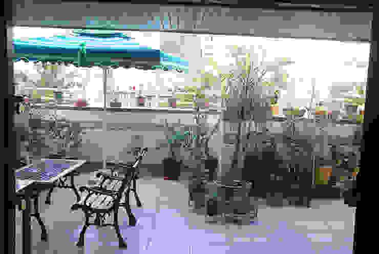 Rest n Beige Modern balcony, veranda & terrace by Sneha Samtani I Interior Design. Modern