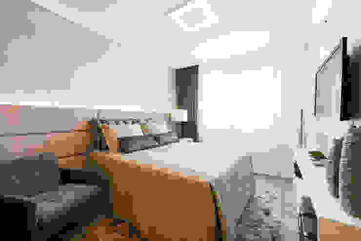 Modern Bedroom by TRÍADE ARQUITETURA Modern Wood Wood effect