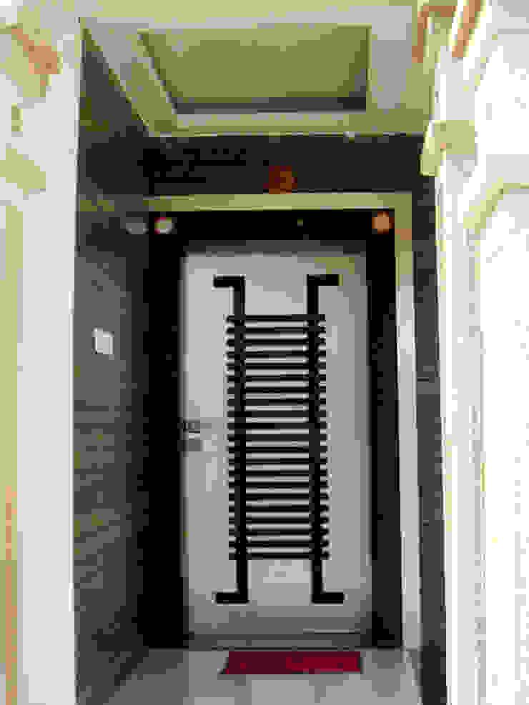 Timeless Tradition Modern windows & doors by Sneha Samtani I Interior Design. Modern