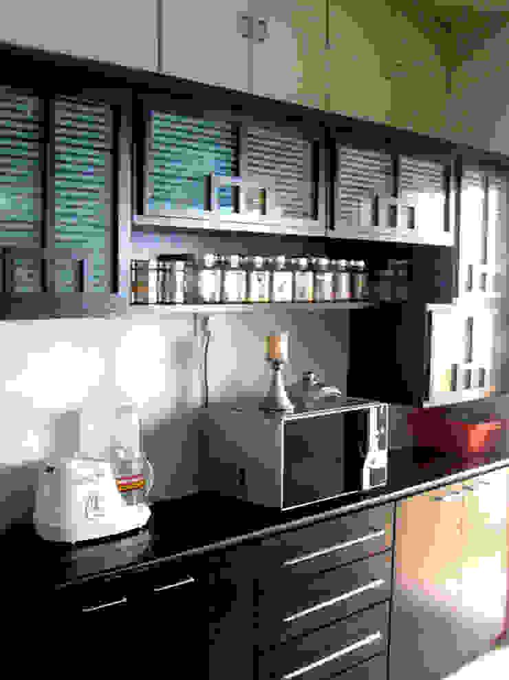 Timeless Tradition Modern kitchen by Sneha Samtani I Interior Design. Modern