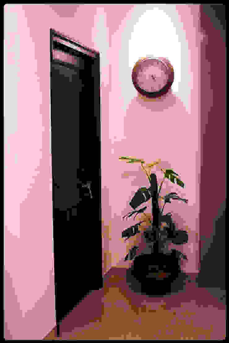 Banjara Hills House Modern corridor, hallway & stairs by Saloni Narayankar Interiors Modern