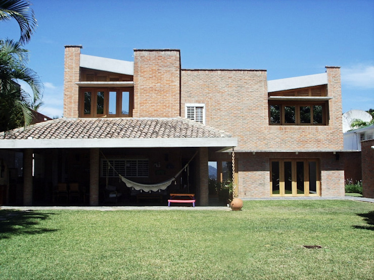 Eclectic style houses by Odart Graterol Arquitecto Eclectic Bricks