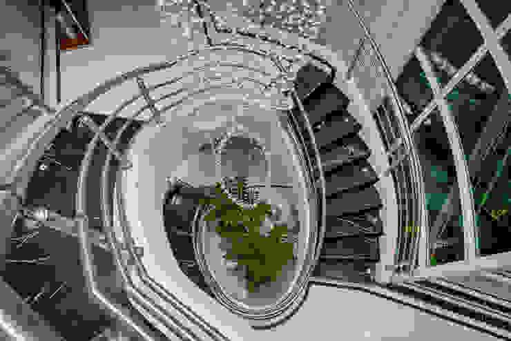 Modern corridor, hallway & stairs by Arquiteto Aquiles Nícolas Kílaris Modern Marble