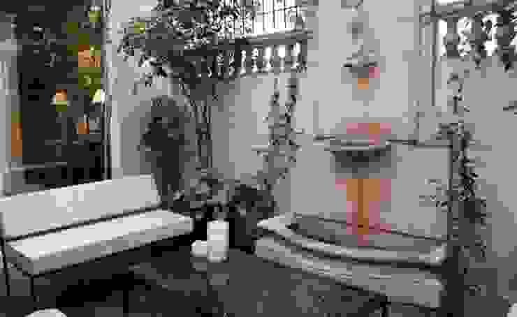 Sala de estar exterior. โดย Radrizzani Rioja Arquitectos ผสมผสาน คอนกรีต