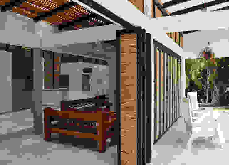 CASA DEL BOSQUE Salas de estilo minimalista de ESTUDIO DUSSAN Minimalista
