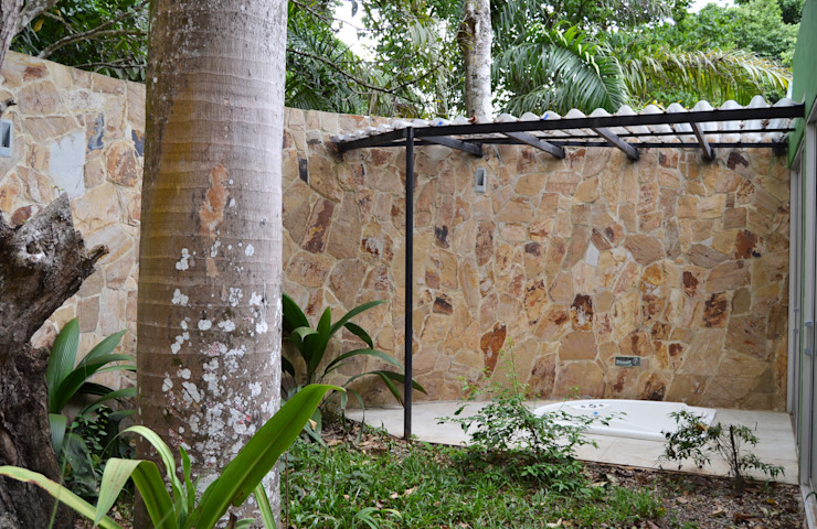 CASA DEL BOSQUE Jardines de estilo minimalista de ESTUDIO DUSSAN Minimalista
